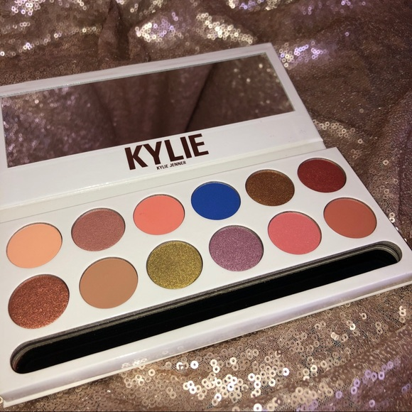 Kylie Cosmetics Other - Kylie Cosmetics Royal Peach Palette